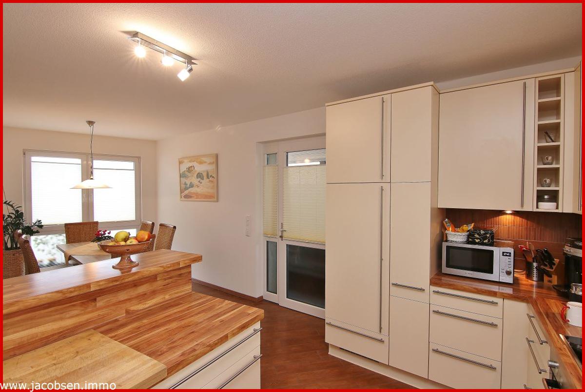 Küche mit Blick zum Esstisch