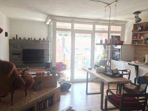 Wohnraum mit Blick zum Balkon