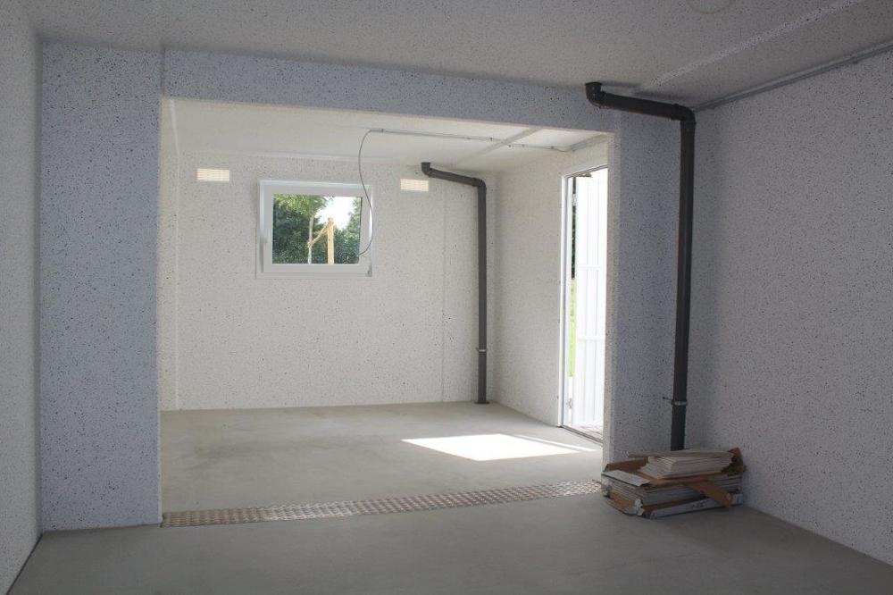 Garage mit Geräteraum.png