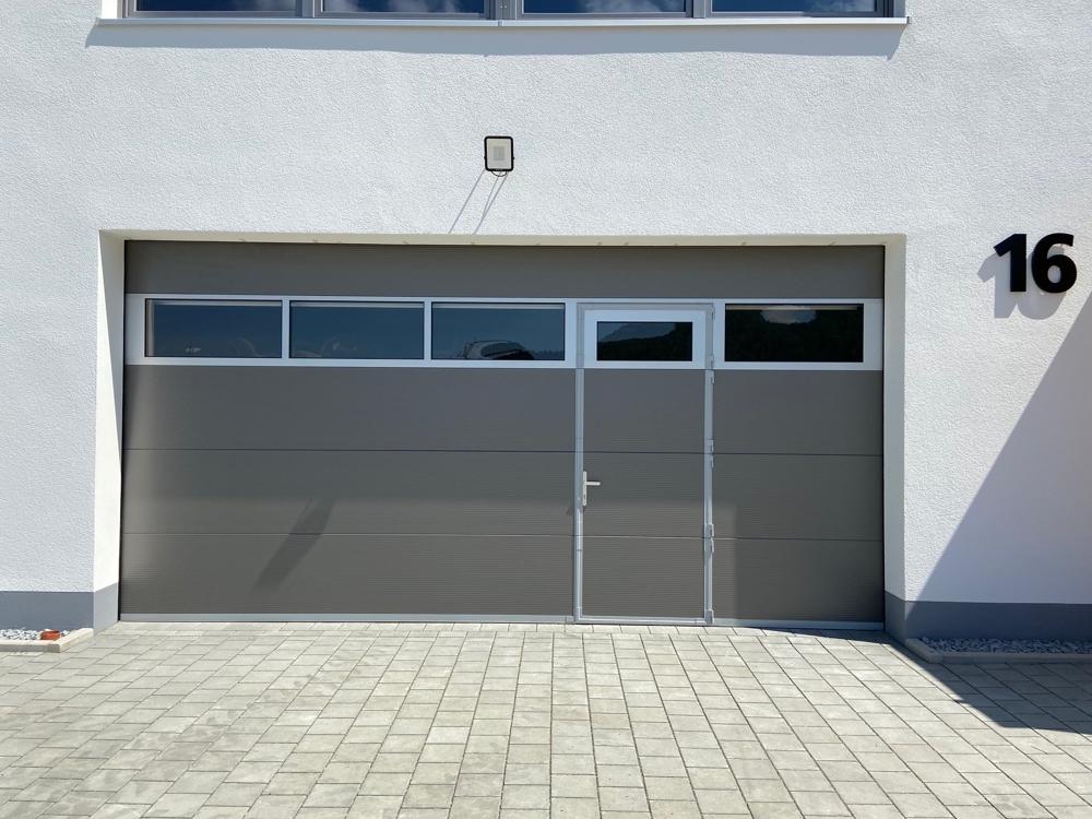 Rolltor mit integrierter Türe