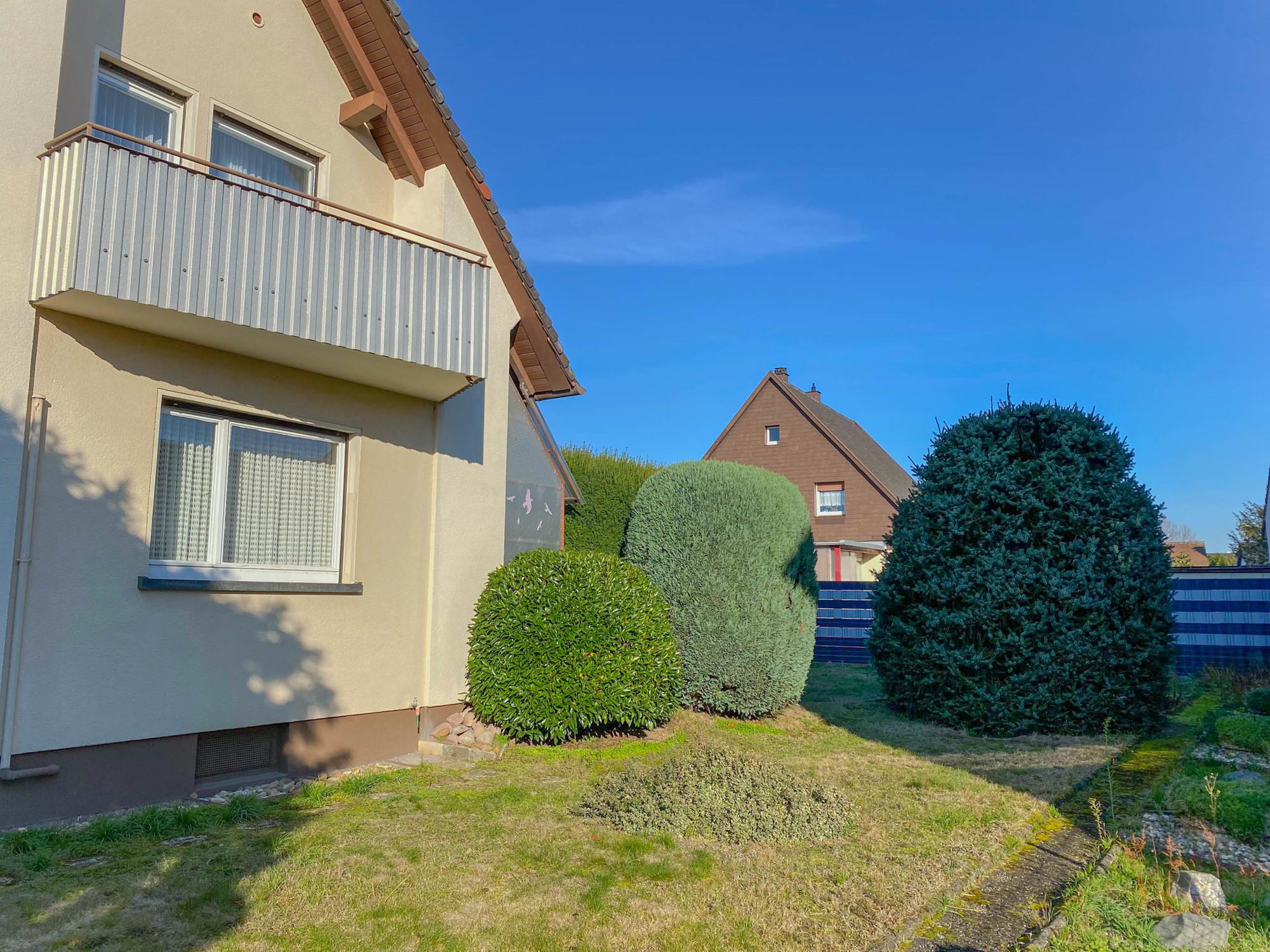 Freistehendes Einfamilienhaus mit Garage und großem Garten in guter Wohnlage in Bietigheim
