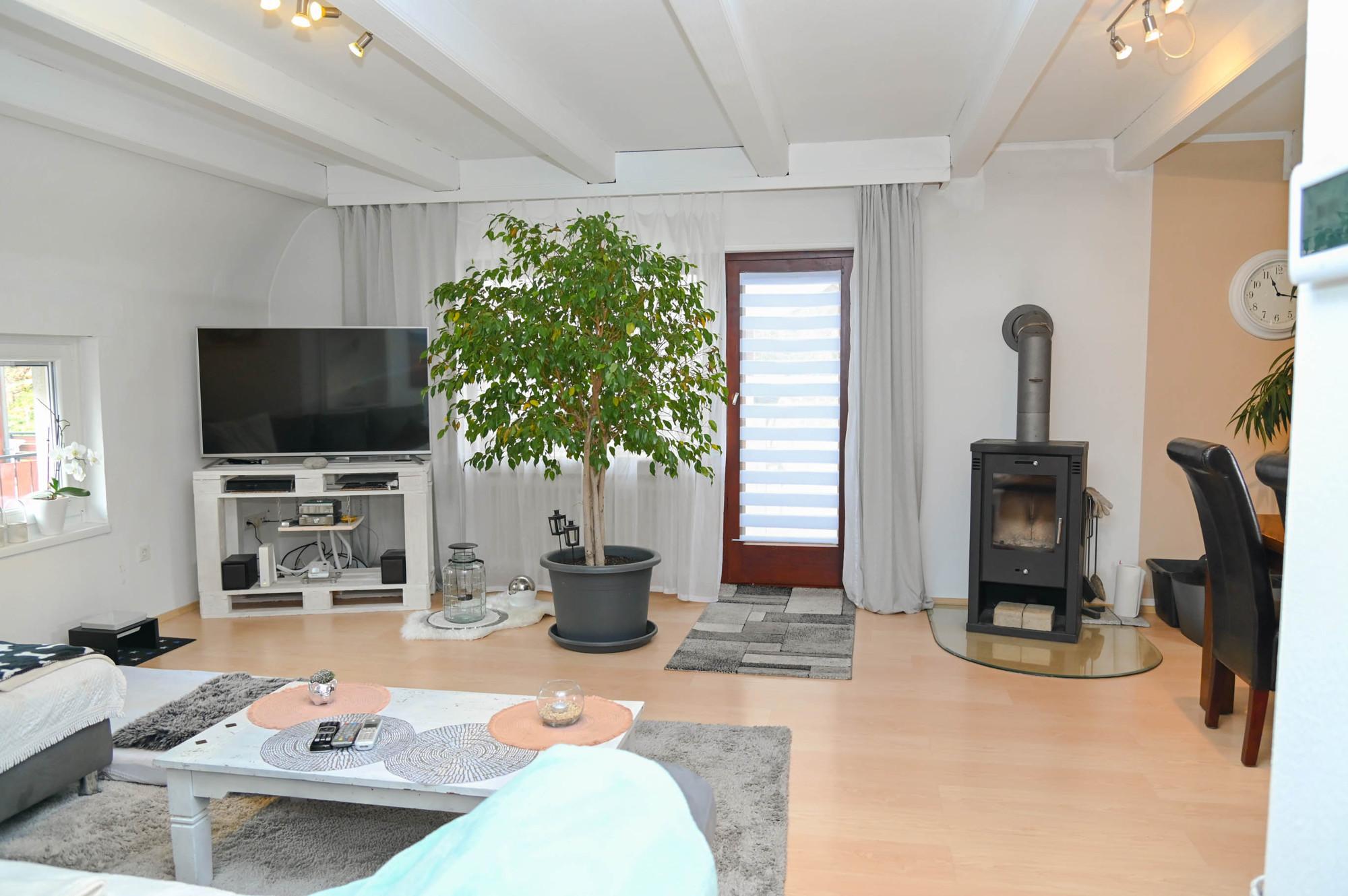 2 Familienhaus mit Dachterrasse, Balkon, 2 Garagen u. schönem Gartengrundstück in Gaggenau-Sulzbach