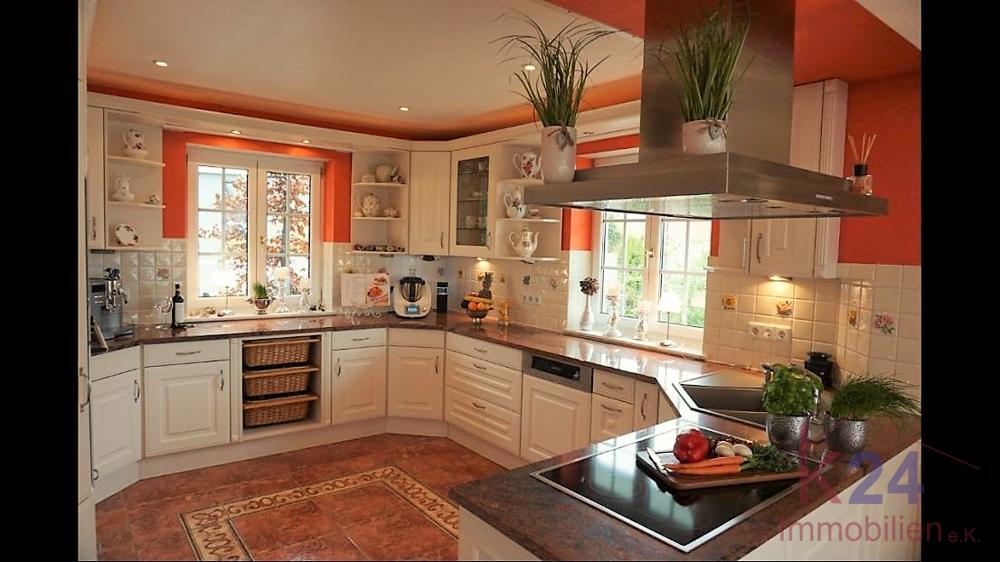 Geräumige Küche in offener Bauweise