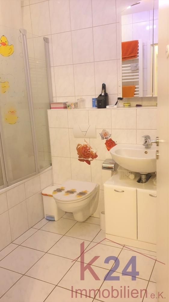 Badezimmer m. Wanne u. WC