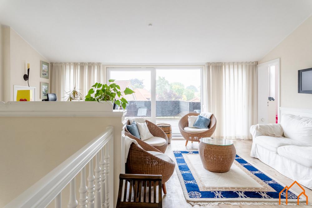 OG - Loungebereich mit Zugang zu Terrasse