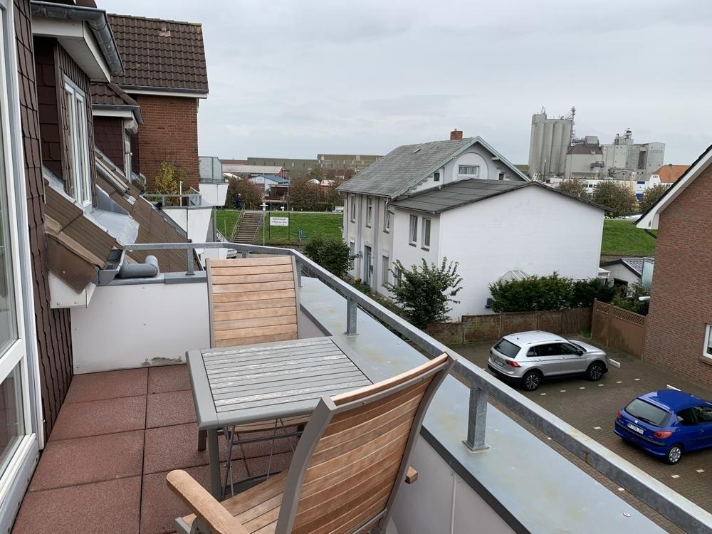 Balkon mit Hafenblick