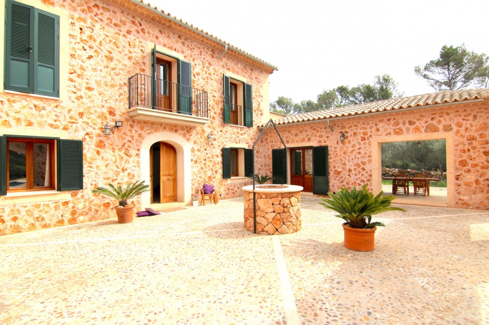 This beautiful stone faced home is situated only 20min drive away from Palma. The property offers an excellent access