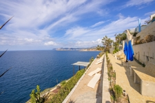 1 Avant-garde villa with prime location on the cliffs of Port Adriano