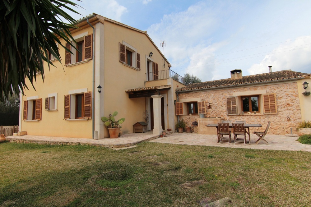 Charming country home set on a plot of 1600 sqm in the outskirts of Santa Eugenia with beautiful country views.