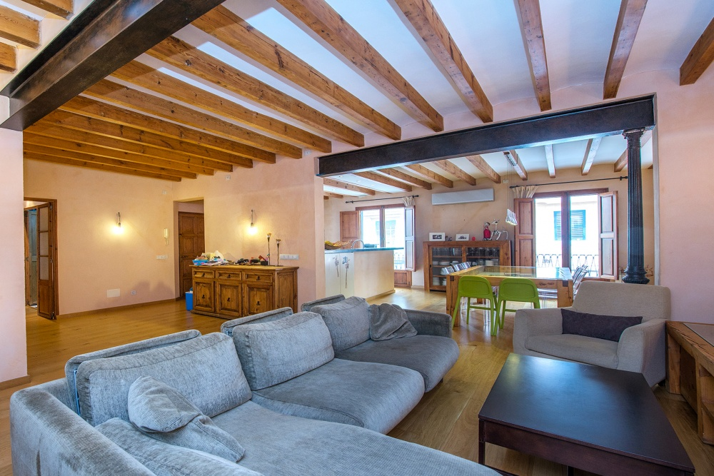 This ample, high-quality apartment is located in a quiet area of Santa Catalina, Palma de Mallorca