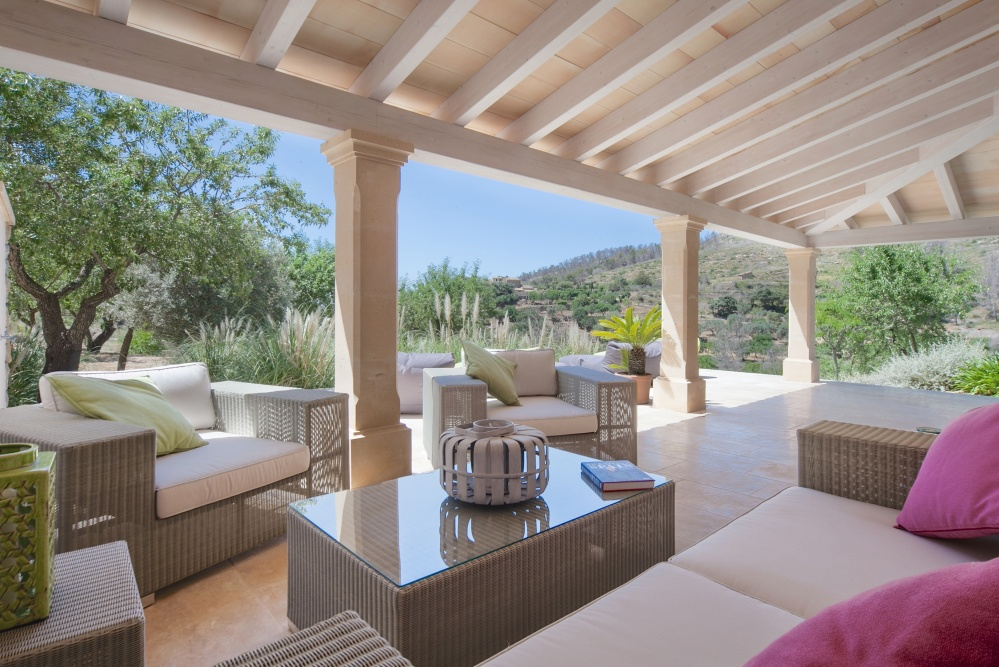 Beautifully reformed finca with a lot of charm built with high quality materials preserving the character of an old Mallorcan country house