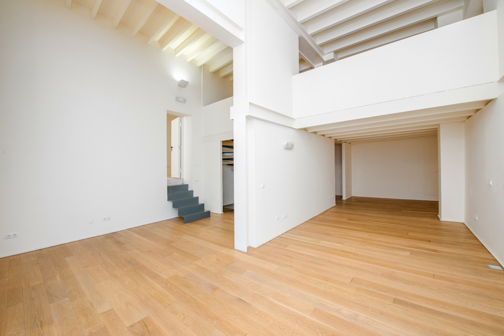 This high-quality renovated local space is located in the popular area of La Calatrava in Palma de Mallorca Old Town.   Its size of approx