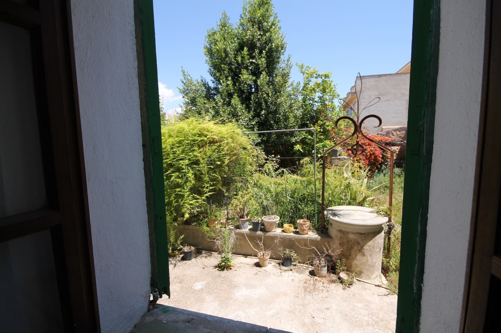 Lovely town house in the center of the beautiful village of Santa Maria del Cami' in the heart of the Island of Mallorca