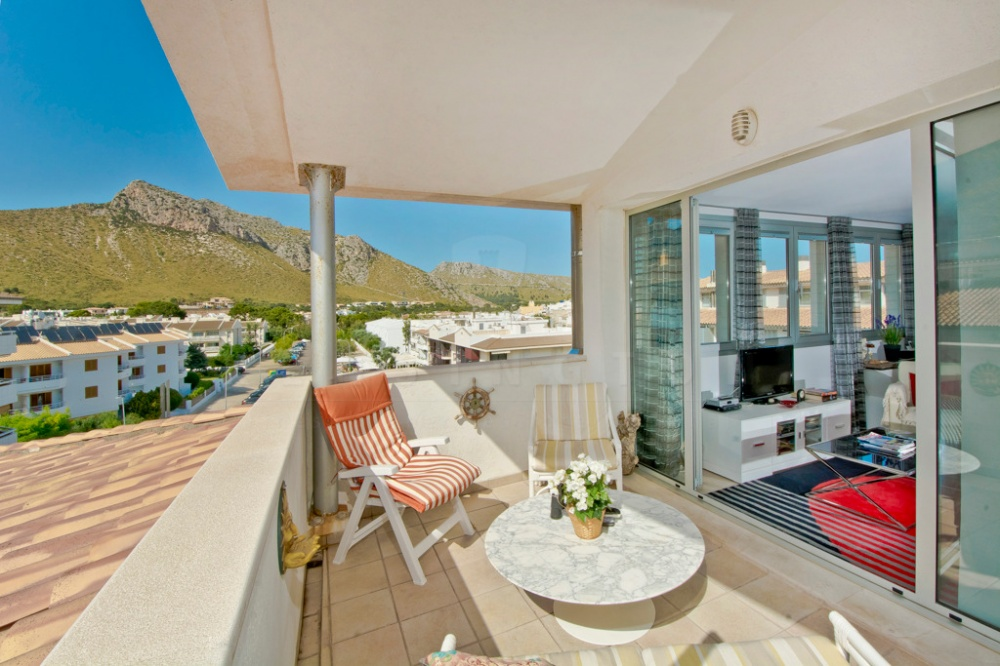 Chic 2 bedroom penthouse in Puerto Pollensa for sale