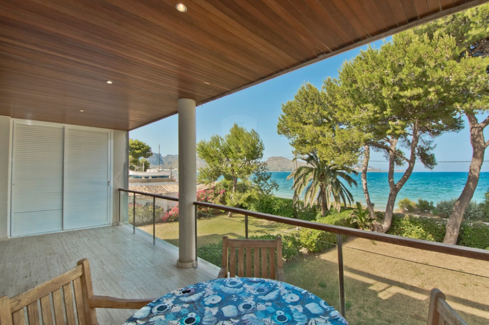 Puerto Pollensa 2 bedroom apartment with large terrace at the sea for sale