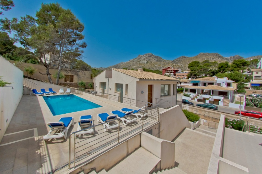 A fantastic semi detached house in a quiet area of Cala San Vicente, located only a few steps from the sea