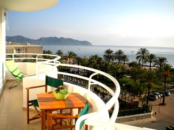 Königsblick aus dem vierten Stock über das Meer..