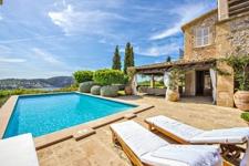 grosser Aussenbereich mit Pool und Liegeflächen Villa Camp de Mar