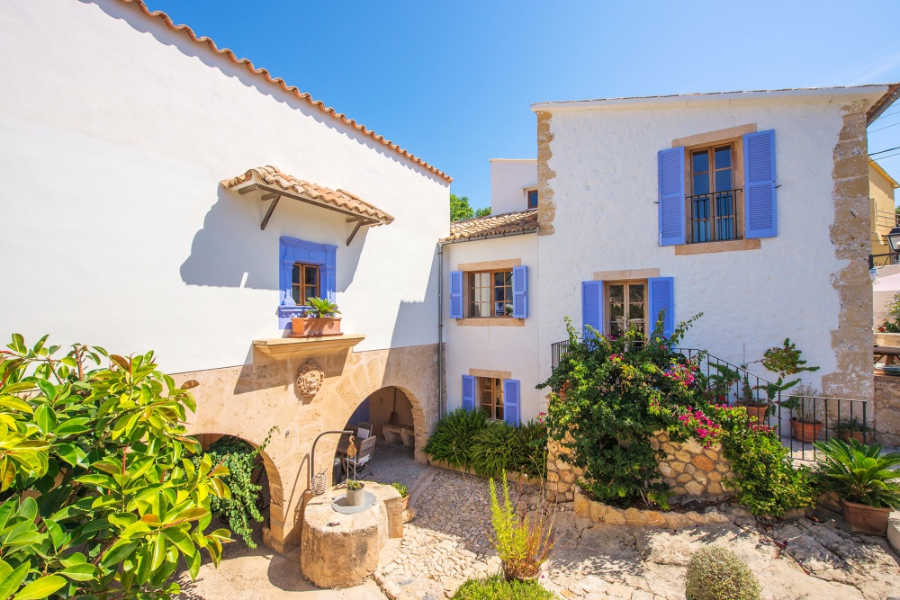 This finca with lots of character, pool and panoramic views is situated within the boundaries of Palma de Mallorca, in the Bonanova district