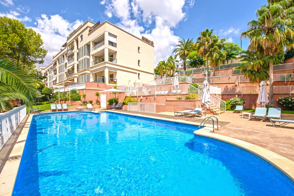 This modern and well-designed apartment is located in the quiet residential area of La Bonanova only few minutes away from the harbor and the old town of Palma