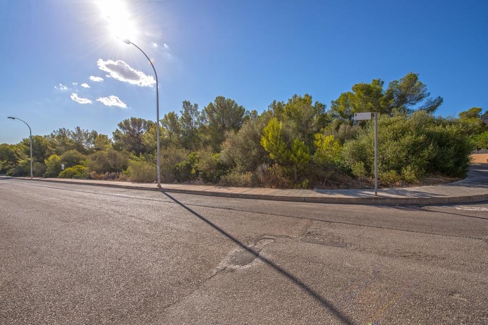 Dies ist ein attraktives Bau Grundstück in Sol de Mallorca, gelegen in einer ruhigen idyllischen Wohngegend.. Das ca. 1