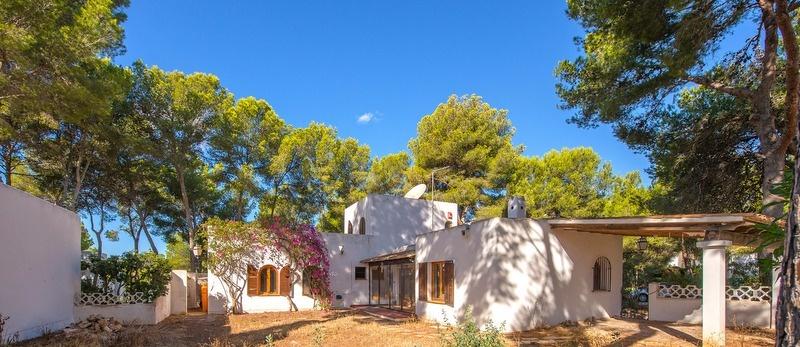 Dieses freistehende Haus befindet sich im beliebten Südwesten Mallorcas, in begehrter Lage in Sol de Mallorca, und eignet sich idealerweise für alle, die ein