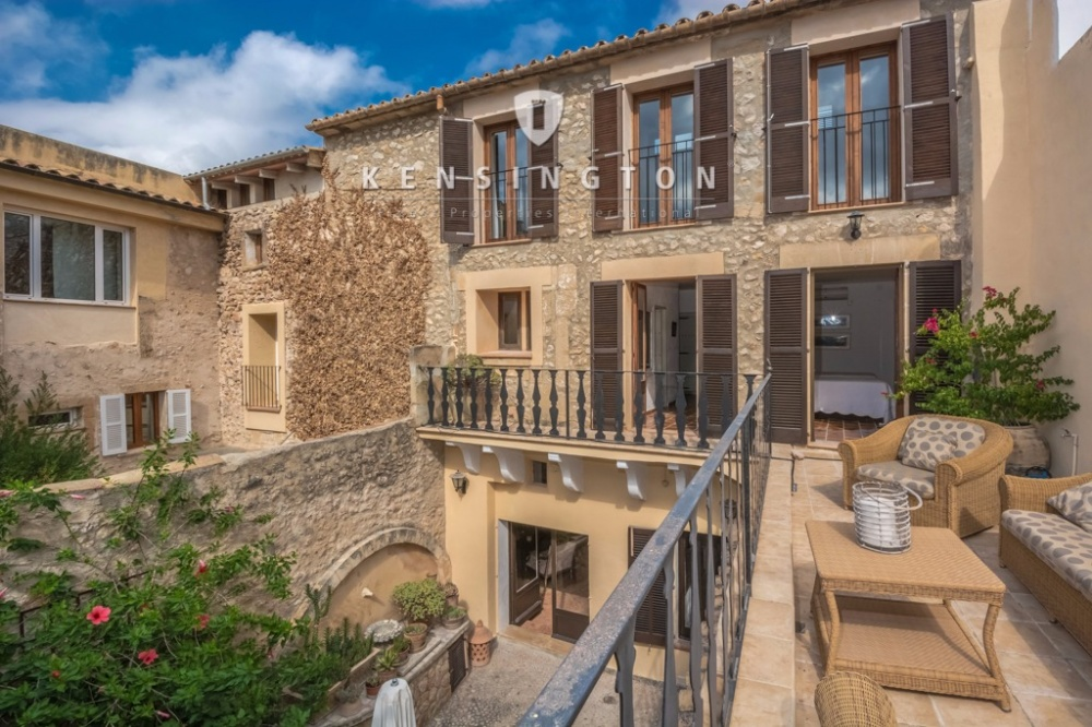 Elegant and spacious townhouse in Pollensa for sale