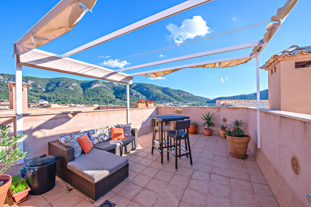Penthouse apartment in the Andratx town for sale in the south west coats of Mallorca with beautiful seaviews towards Port Andratx