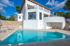 1 Renovated villa in a unique sea view location in Paguera