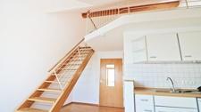 Wohnraum/ Küchenzeile/ Galerie