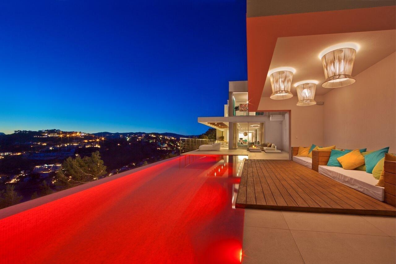 beleuchteter Pool moderne Meerblick Villa Port Andratx