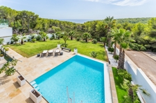 Sea views garden and pool in high quality property Mallorca for sale in Cala Vinyas