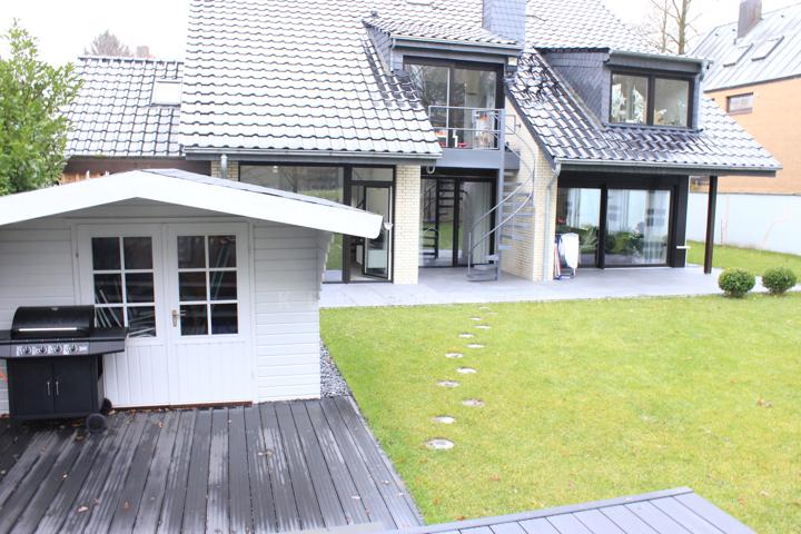 Blick zum Haus vom Garten