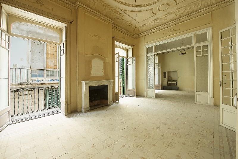 Dieses beeindruckende Apartment liegt direkt im Herzen des lebhaften Zentrums von Palma de Mallorca