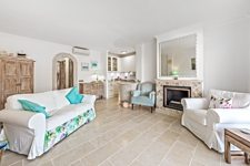 offenes Wohnzimmer mit Küche