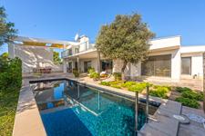 Moderne Villa mit Pool und Garten in Sol de Mallorca zum Verkauf