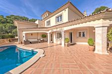 Villa mit Pool und großzügigen Terrassenflächen in Port Andratx