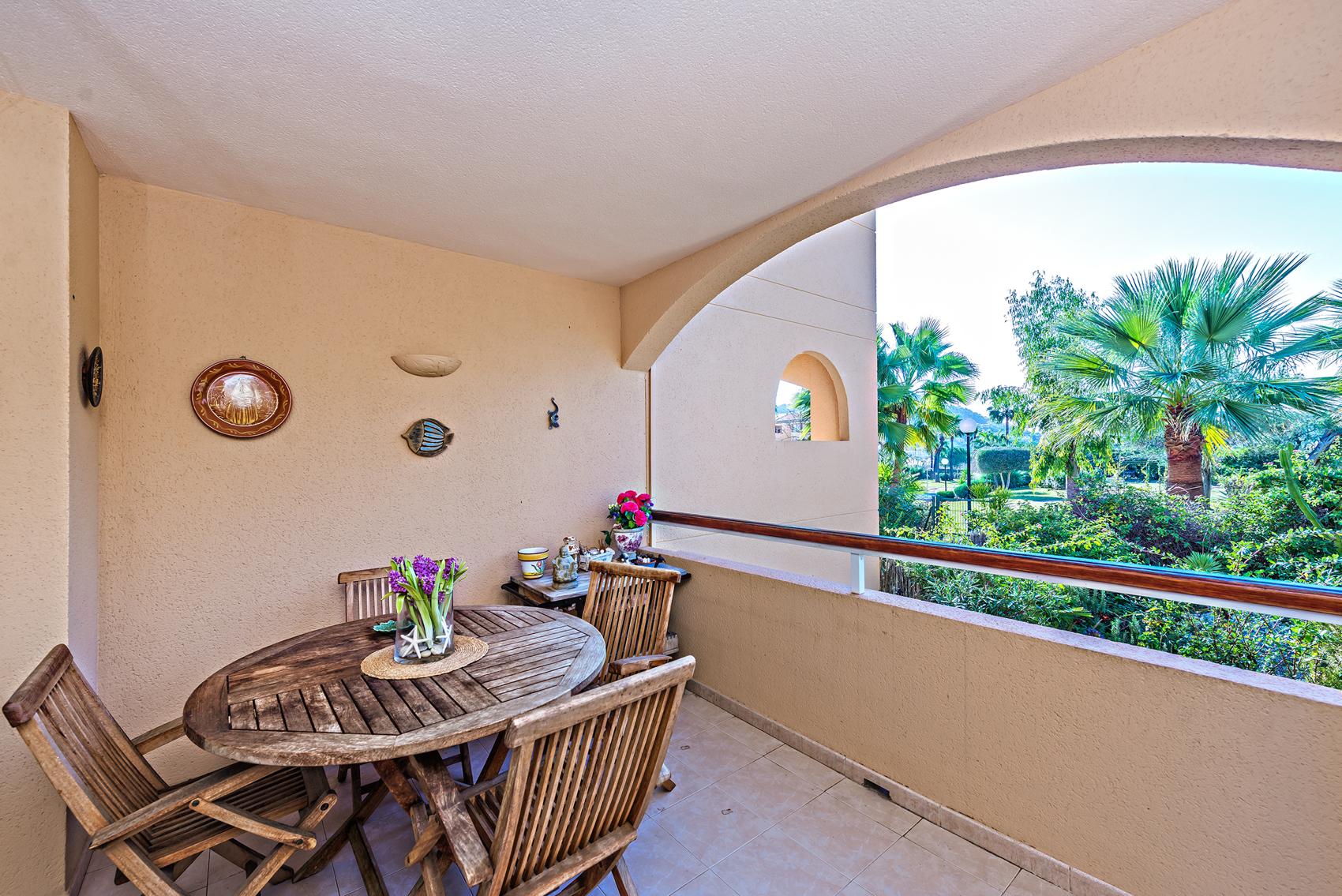 Balkon mit Blick auf den Garten in Port Andratx
