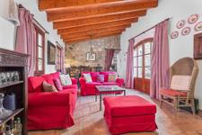Wohnzimmer mit Kamin Andratx
