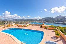 Community pool with sea views in Port Andratx