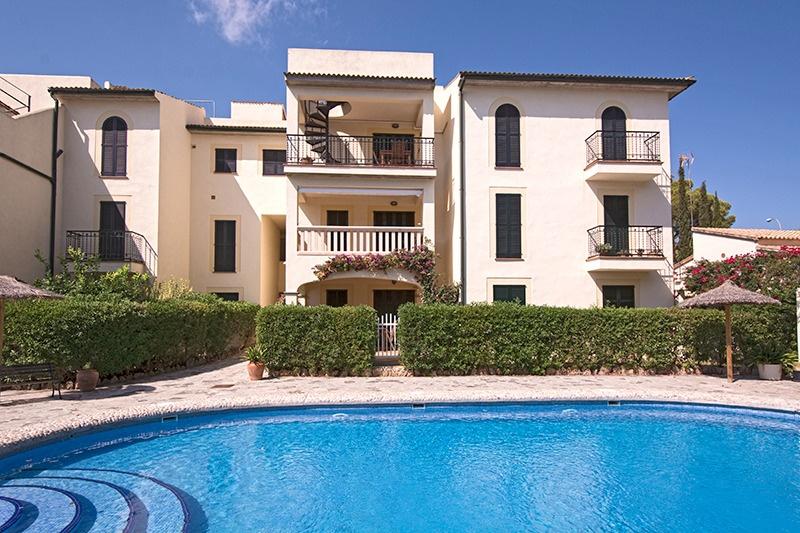 Schoene Wohnung zum Verkauf in Gotmar  Puerto Pollensa    Diese Wohnung liegt in der privaten Wohnanlage von Gotmar  ganz in der Naehe von Port de Pollensa