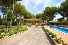 1 House with big plot in El Toro, within walking distance to Port Adriano!