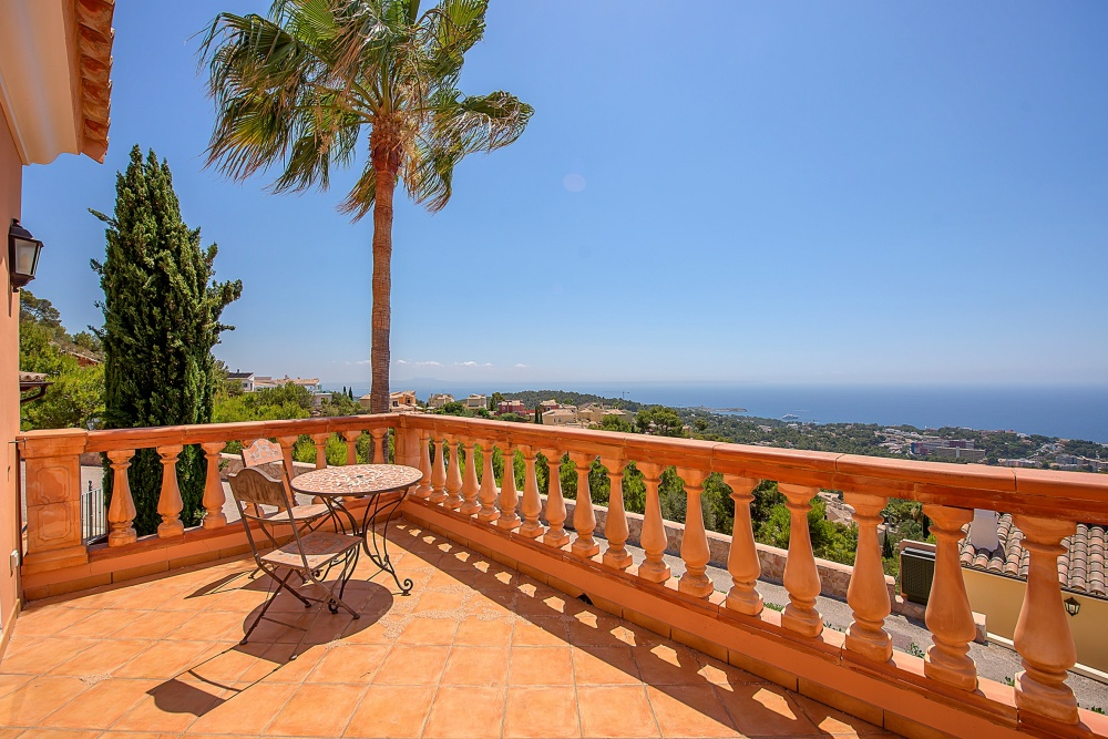 Family friendly villa with panoramic sea views from all levels in a closed high-quality residence