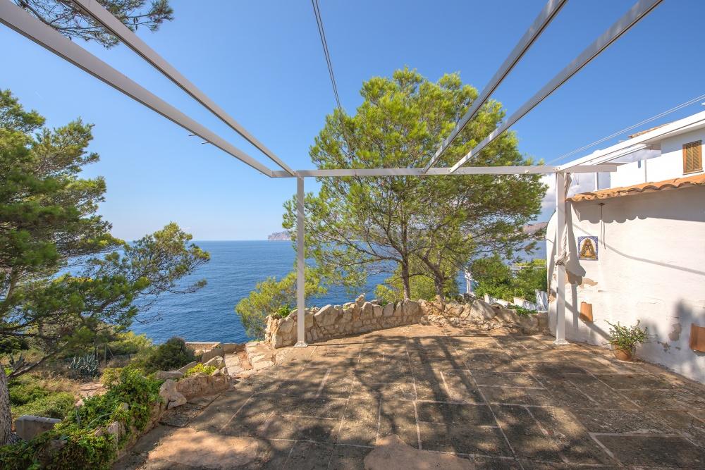 Erdgeschosswohnung mit eigenem Garten in einer sehr romantischen Lage mit wunderschönem Blick über das Meer und die Küste von Santa Ponsa