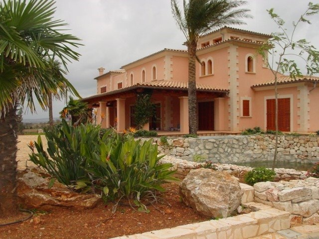 This wonderful villa is located close to the authentic Mallorcan town of Felanitx in the south-east of Mallorca and is beautifully nestled in the rural