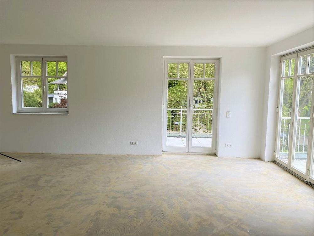 Wohnzimmer rechts zu den Terrassen