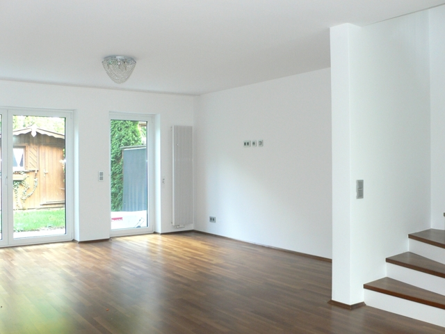 Wohnzimmer mit Gartenblick Bild 2