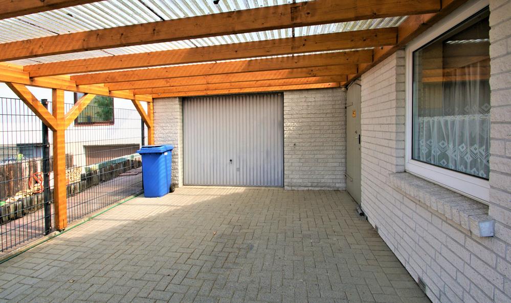 Carport/ Garage