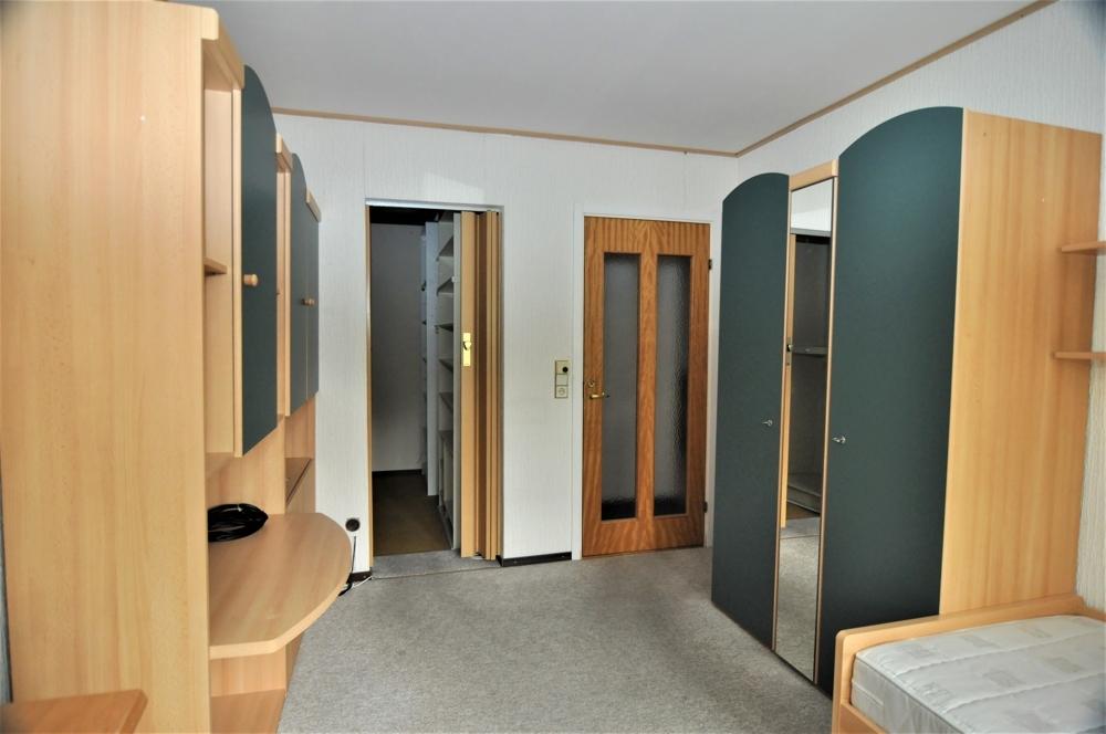 Elternschlafzimmer mit begehbarem Kleiderschrank