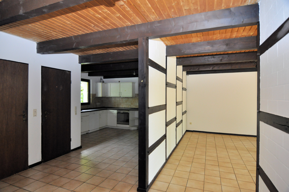 Diele mit Blick ins Wohn- und Küche